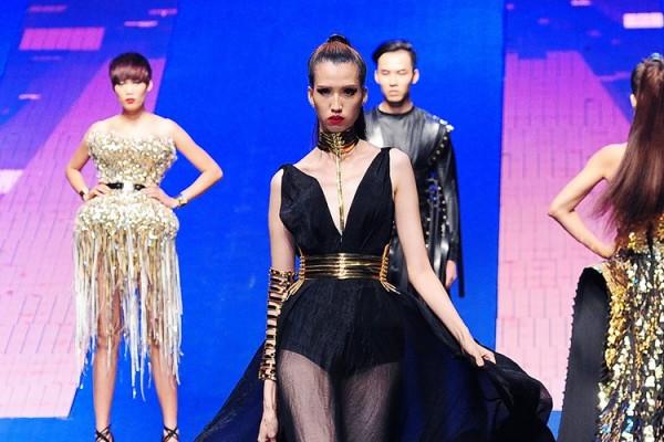 Tuy nhiên, Hồng Xuân đã rất nỗ lực để chứng minh khả năng trước áp lực được cho là yếu tố PR của chương trình Vietnam's Next Top Model 2015.