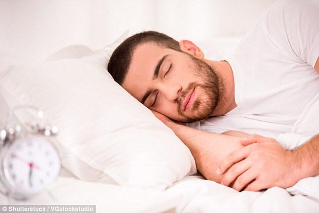 Tinh trùng của những người thường đi ngủ trong khoảng thời gian từ 20-22 giờ hàng ngày sẽ khỏe hơn, điều đó đồng nghĩa với việc tăng cơ hội thụ thai. Ảnh: Shutterstock/VGstockstudio.