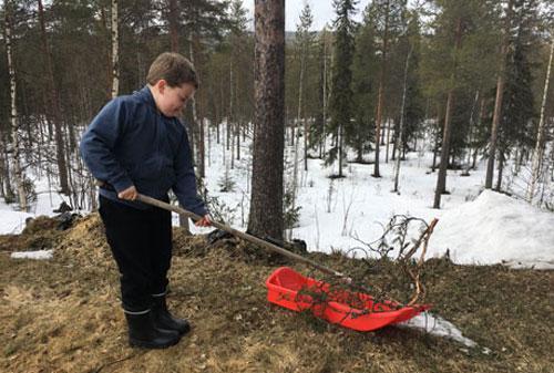 Lasse Satokangas, 8 tuổi, nảy ra ý định xây nhà riêng cho mình khi vô tình xem một website rao bán bất động sản.