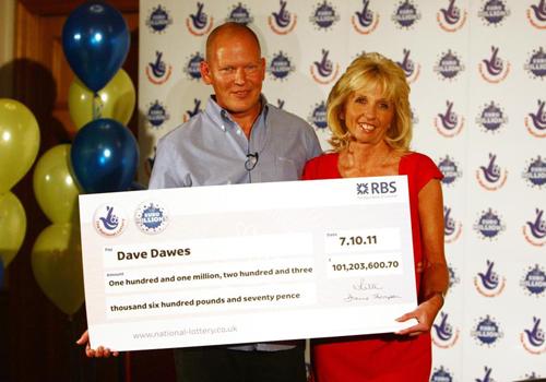 Ông Dave Dawes và vợ trúng xổ số độc đắc năm 2011. Ảnh: AP
