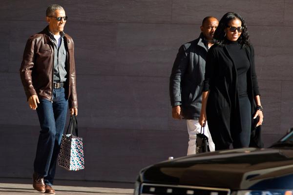 Chiếc áo da yêu thích nhưng không có cơ hội được ông Obama mặc suốt 8 năm làm tổng thống. Ảnh: AP.
