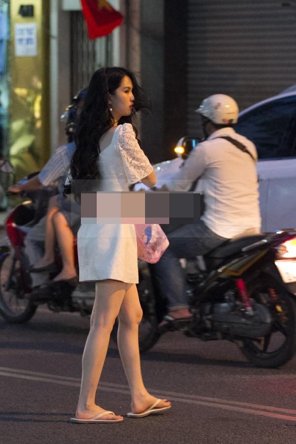 Dù sở hữu khối tài sản giàu sụ nhưng người đẹp Trà Vinh vẫn trung thành với phong cách thời trang giản dị.