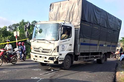Ôtô tải tông chết vợ chồng người đàn ông . Ảnh: H.M