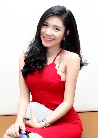 Hotgirl bạn gái Quang Lê: 'Mỗi cảnh hôn Việt Anh phải diễn hàng chục lần'