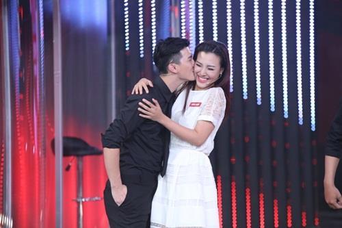 """Gameshow """"lời nguyền"""" khiến Huỳnh Anh - Hoàng Oanh và nhiều đôi khác chia tay"""