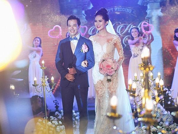 Khi yêu chỉ đi taxi, về nhà, Hoa hậu mới biết chồng là đại gia mía đường, làm đám cưới chục tỷ.