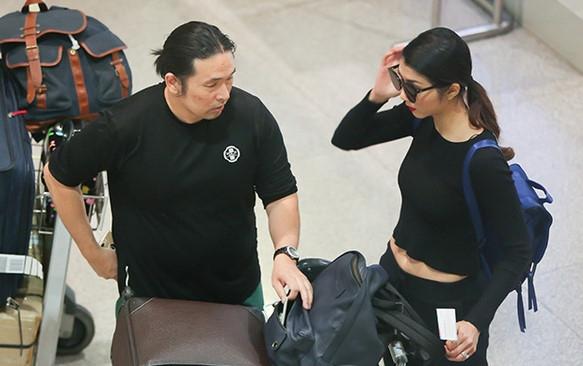 Người mẫu và chồng Việt kiều về nước thăm gia đình.