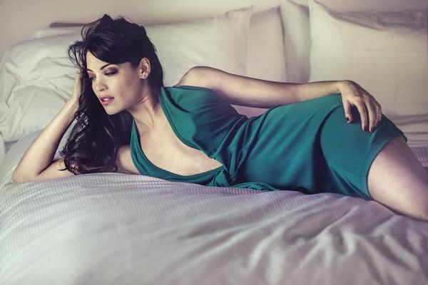 Về mặt sinh học, một người phụ nữ có đường cong nóng bỏng, đặc biệt là đường cong ở phần hông, có xu hướng cởi mở trên giường. (Ảnh minh họa)