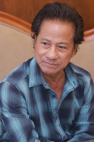Ở tuổi 75, Chế Linh vẫn giữ sự phong độ và hoạt bát. Ảnh: HBN.