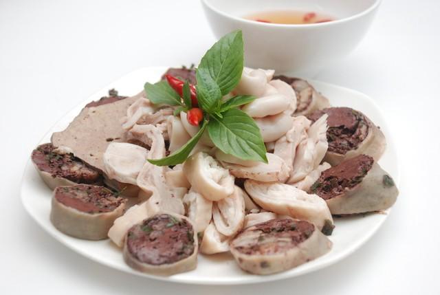 Người bị sỏi thận nên tránh ăn thực phẩm chứa purin như lòng lợn, lạp xưởng...
