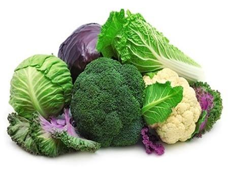 Không nên ăn bông cải trước khi tắm biển vì chúng có thể khiến bạn đầy bụng. Ảnh minh họa