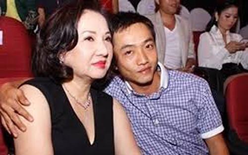 Anh thừa nhận mẹ ảnh hưởng rất nhiều đến công việc, sự nghiệp của mình