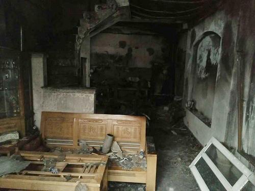 Ngôi nhà bị cháy sáng 13/7 tại Hà Nội chỉ có một đường thoát là cửa chính. Ảnh: Phạm Dự.