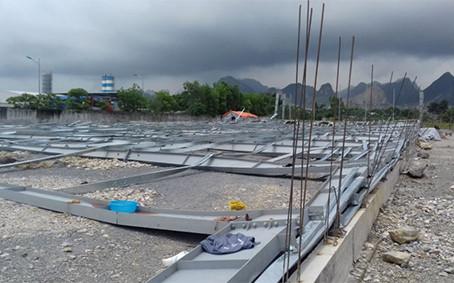 Hiện trường công trình nhà xưởng rộng 4.000 m2 đổ sập. Ảnh: T.L.