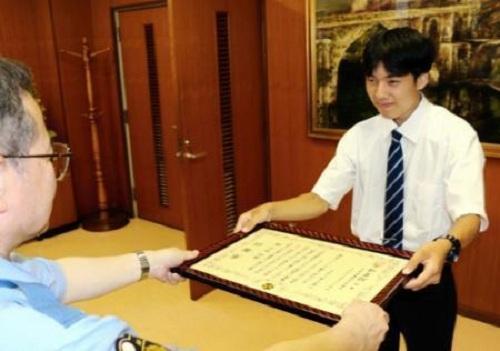 Yuto Morita được cảnh sát khen ngợi vì lòng tốt.