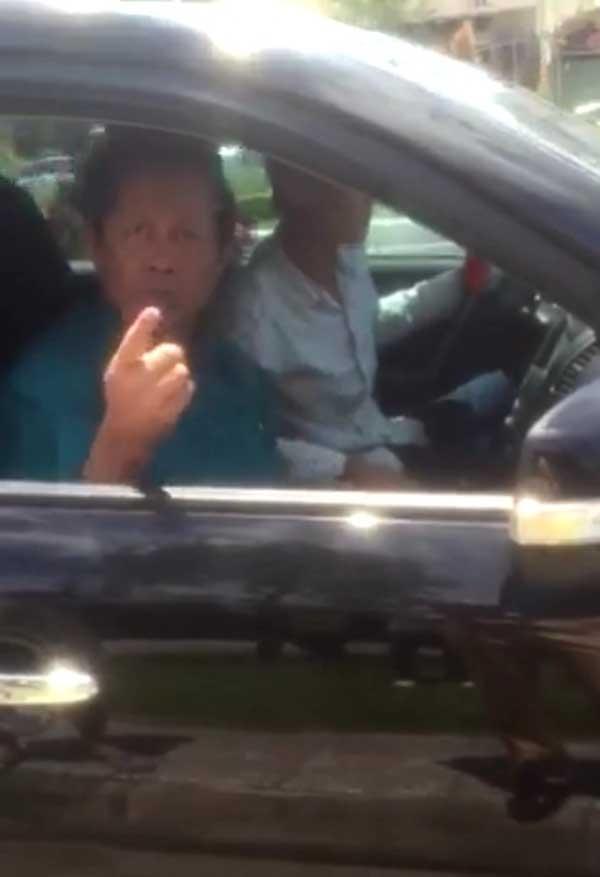 Tướng Liêm ngồi trên xe ô tô mà CSGT quận Bình Thuỷ nói đã chạy quá quy định