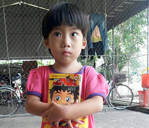 Bé gái đang được chăm sóc tại Làng trẻ em mồ côi Hà Tĩnh. Ảnh: Hải Nam.