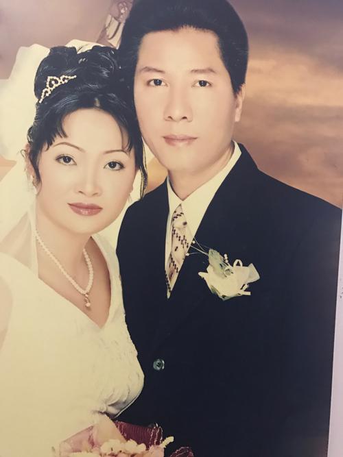 Trà My mãn nguyện với 25 năm chung sống hạnh phúc bên người chồng quá cố. Tới nay, chị không còn muốn nghĩ tới chuyện đi bước nữa mà chỉ chú tâm nuôi dạy con trai nên người.