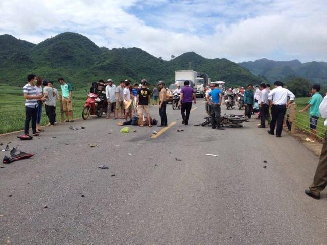 Hiện trường hai vụ tai nạn liên hoàn tại một điểm khiến một phụ nữ tử vong. Ảnh: Bùi Tùng Sơn.
