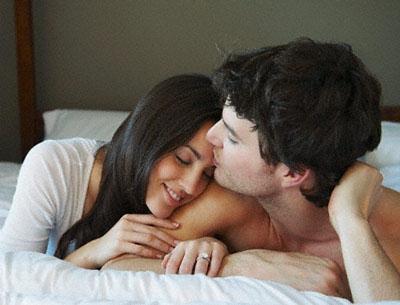 Nhiếu lần chồng Thi vui vẻ với gái lạ. Ảnh minh họa