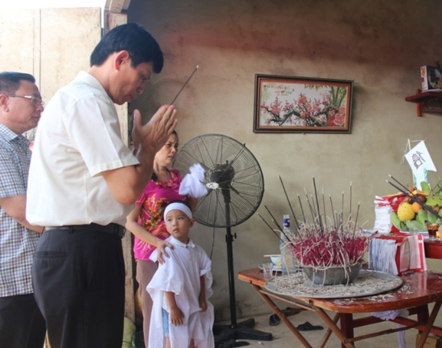 Ban ATGT tỉnh Thanh Hóa đến thăm viếng, động viên gia đình bị nạn