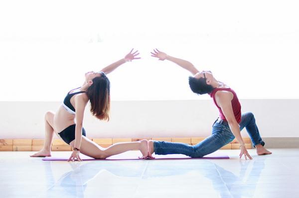 Luyện tập thể thao, yoga... giúp giảm stress cải thiện đời sống vợ chồng.
