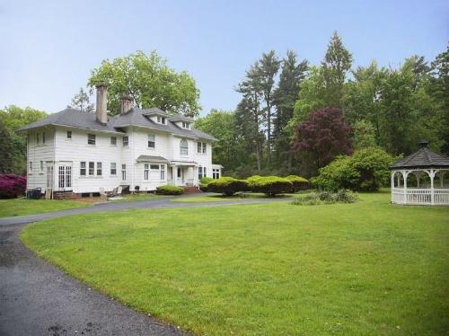 Căn biệt thự rộng 370 m2, tọa lạc số 44 Đại lộ Pleasant, Montclair, bang New Jersey, Mỹ đang được rao bán với giá chỉ 10 USD nhưng chưa ai muốn mua.