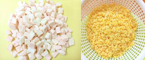 Cùi bưởi thái nhỏ hạt lựu, đậu xanh ngâm nước 2 tiếng trước khi nấu.