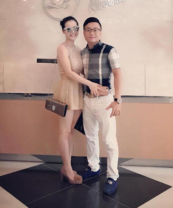 Vợ chồng anh Bùi Tùng - chị Trần Quỳnh.