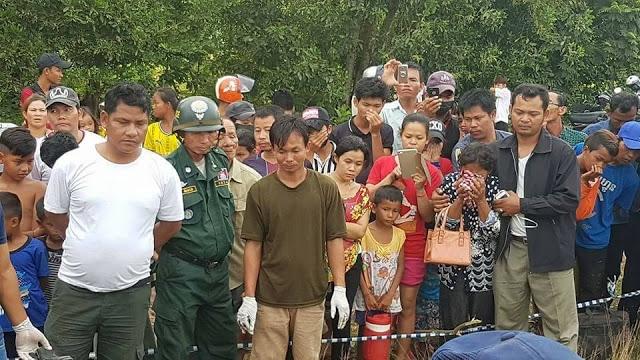 Người dân tụ tập tại hiện trường phát hiện ra thi thể nạn nhân.
