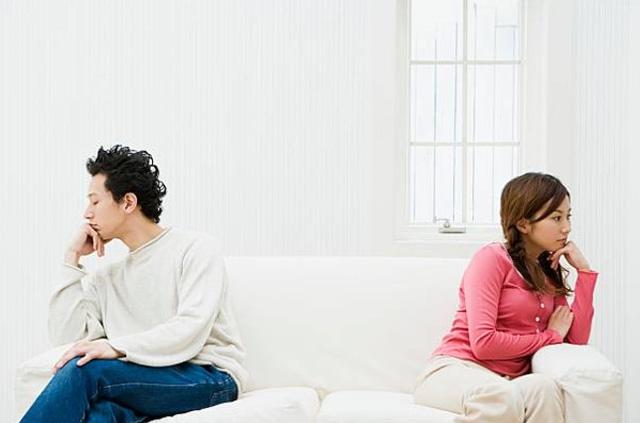 """Chồng """"trẻ trâu"""" ngồi chê vợ trẻ con"""