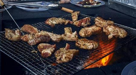 Thịt nướng cháy làm tăng nguy cơ mắc ung thư. Ảnh minh họa.