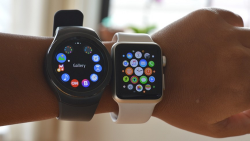 Smartwatch của Samsung và Apple hiện được khá nhiều người sử dụng.