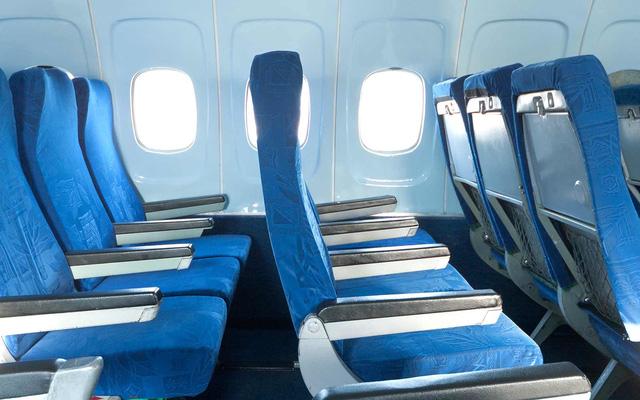Ghế máy bay đặt lệch hướng với cửa sổ