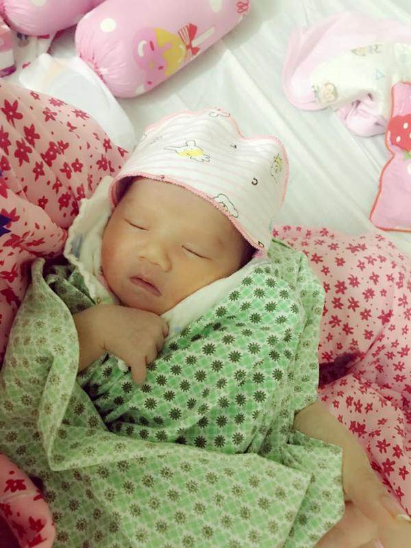 Con gái thứ ba của nữ diễn viên vừa chào đời hôm 16/8. Bé được bố mẹ đặt tên ở nhà là Mầm.