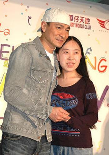 Dương Lệ Quyên được gặp Lưu Đức Hoa trong ngày sinh nhật của anh vào tháng 3/2007. (Ảnh: Internet)
