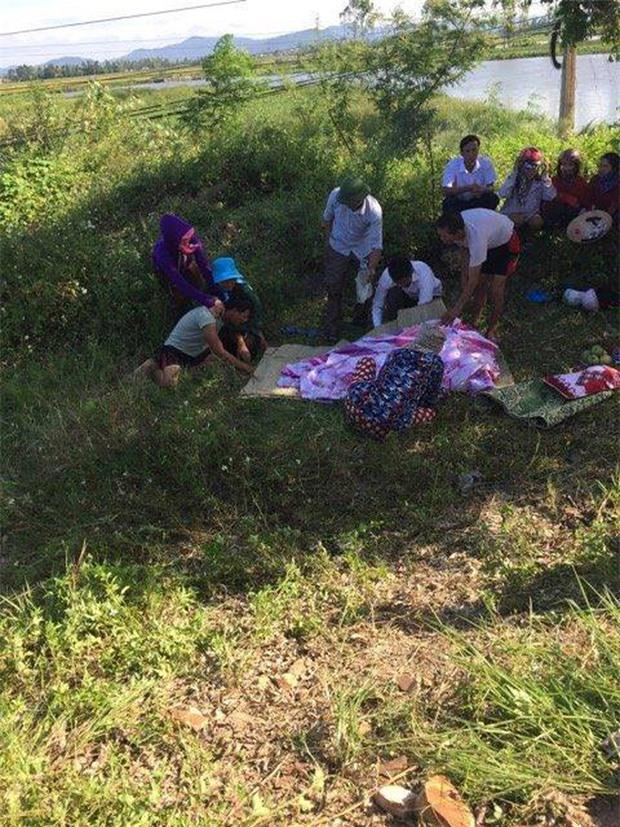 Người thân đau đớn khi vớt thi thể các nạn nhân