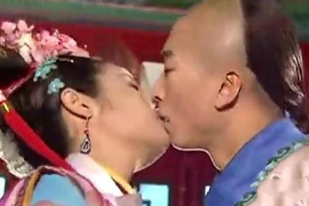 Châu Kiệt bị cho cưỡng hôn Lâm Tâm Như khi quay phim.