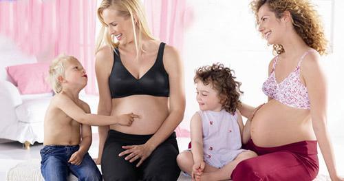 Có thể vừa vắt sữa non hoặc cho con nhỏ bú khi đang mang thai mà không sợ kích thích sinh non