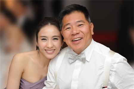 """Gia thế khủng của tỷ phú khuyết tật """"thu phục"""" đệ nhất mỹ nữ TVB"""