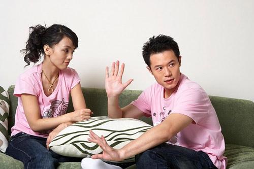 Nhiều đôi vợ chồng ly hôn vì một trong hai người không làm ra tiền. Ảnh: Sheknows.