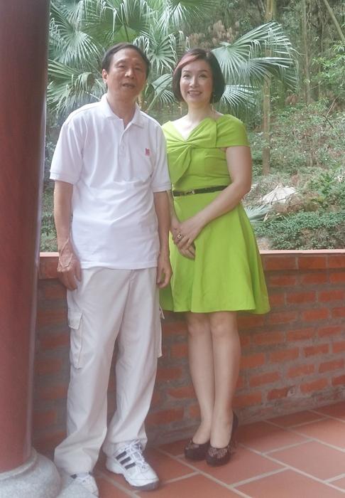 Hoa hậu Bùi Bích Phương và nhà thơ Dương Kỳ Anh.