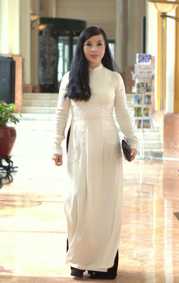 NSND Lan Hương tại họp báo ra mắt phim Ngược chiều nước mắt.