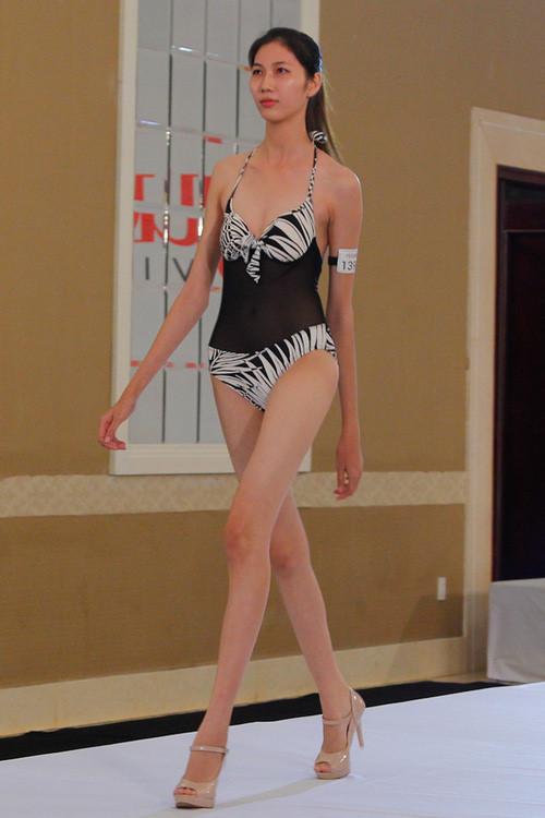 Hình ảnh Cao Ngân tự tin mặc trang phục bikini khoe thân hình nuột nà, làn da trắng gợi cảm khi tham gia Vietnams Next Top Model 2014.