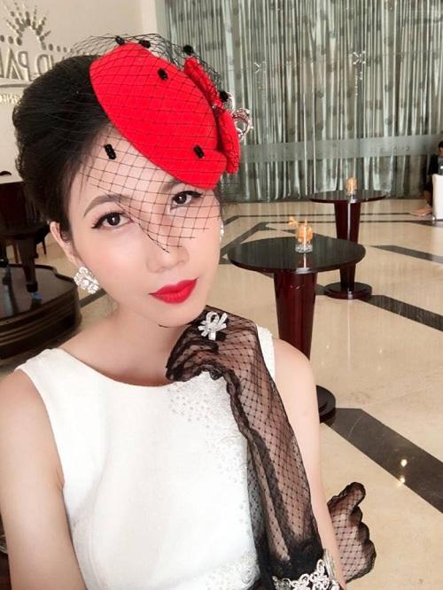 Theo chia sẻ của một đồng nghiệp, Cao Ngân gầy do bị bệnh. Người mẫu sinh năm 1992 từng gặp cướp trên đường, rồi bị ngã dẫn đến gãy xương và dập phổi. Tai nạn xảy ra sau cuộc thi Vietnams Next Top Model 2014 khiến cô suy sụp tưởng chừng không vượt qua được.