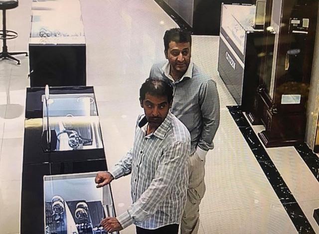 Hai nghi phạm người nước ngoài trộm đồng hồ