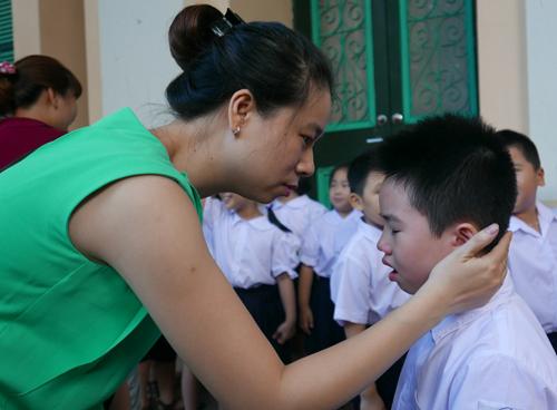 Trẻ lớp 1 bỡ ngỡ ngày khai trường. Ảnh minh họa: Quý Đoàn.