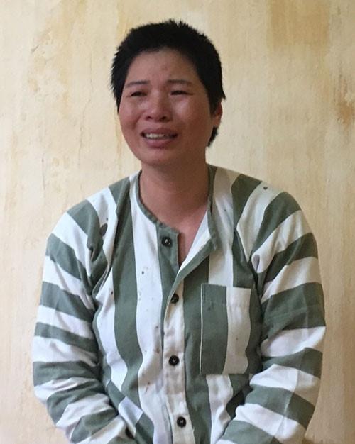 Phạm Thị Thương khóc ân hận.