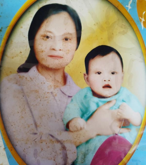 Bức ảnh hiếm hoi giữa bà Thanh và chị Hiền chụp cách đây gần 40 năm (ảnh đã được gia đình phục chế lại).
