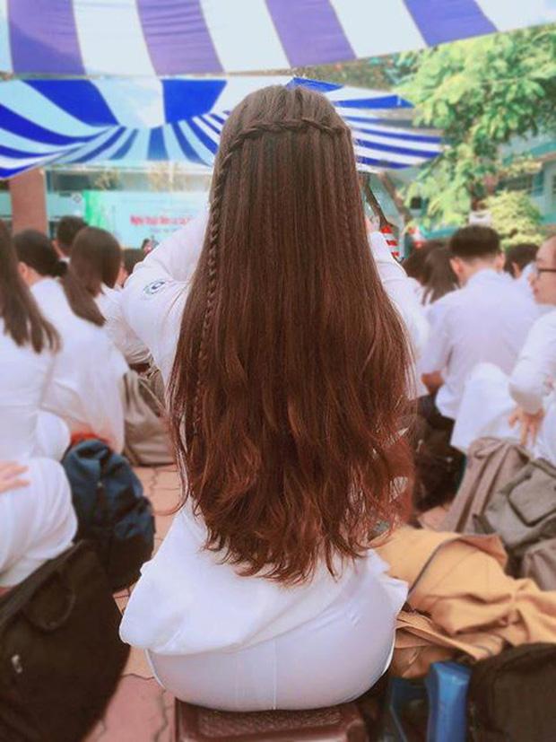 Bức ảnh phía sau một cô gái khiến hàng ngàn chàng trai xao xuyến.